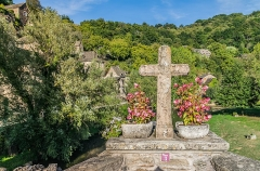 Vieux Pont - English: Stone cross on the Vieux Pont in Belcastel, Aveyron, France