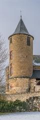 Château et sa chapelle, actuellement église paroissiale - English: Tower of the castle of Onet-le-Château, Aveyron, France