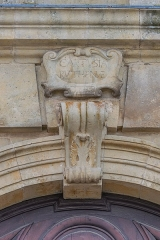 Ancienne chartreuse - English: Architectural ornament over the portal of the national horse stud farm in Rodez, Aveyron, France
