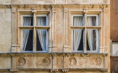 Maison d'Armagnac - English: Windows of Maison d'Armagnac in Rodez, Aveyron, France
