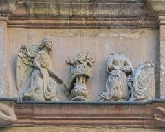 Maison d'Armagnac - English: Relief on the facade of the Maison d'Armagnac in Rodez, Aveyron, France