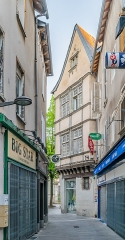 Maison - English: Building at 6 place Charles de Gaulle in Rodez, Aveyron, France