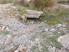 Dolmen et tumulus du Genevrier - Français:   Dolmen du Genevrier (entrée opposée)
