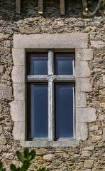 Château - English:   Window of the castle of Vézins-de-Lévézou, Aveyron, France