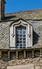 Château - English:   Dormer window of the castle of Vézins-de-Lévézou, Aveyron, France
