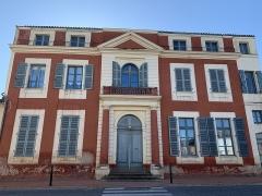 Maison dite Maison du Barry - Français:   Façade de la maison du Barry à Lévignac (Haute-Garonne)