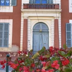 Maison dite Maison du Barry - Français:   Porte de la maison du Barry à Lévignac (Haute-Garonne)