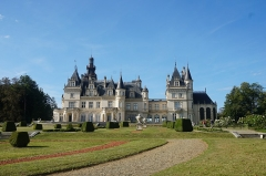 Domaine de Valmirande - English: The Château de Valmirande is located in Montréjeau, Haute-Garonne. It was built from 1893 - 1905 for Baron Bertrand de Lassus by architect Louis Garros. It is built in an extravagant Neo-Renaissance style, with a large arboretum of more than 180 species of trees and classical French gardens on both sides of the castle. The gardens are the work of brothers  Denis et Eugène Bühler. The parks and gardens were classified 'Jardin Remarkable' (Remarkable Gardens) by the Ministry of Culture in 2017. The estate has been classified as a historic monument since 1992. Photo taken on September 22nd, 2019.