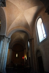 Eglise collégiale Saint-Pierre et Saint-Gaudens - English: Vaulted ceilings within the Collegiate Church Saint-Pierre de Saint-Gaudens. Taken August 24th, 2019