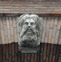 Hôtel Courtois de Viçoze dit aussi hôtel d'Espie - Français:   Clé d\'arc du portail de l\'hôtel d\'Espie, XVIIIème siècle, Toulouse.