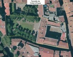 Hôtel Courtois de Viçoze dit aussi hôtel d'Espie - Français:   Parcelle de l\'hôtel d\'Espie (Toulouse). Montage réalisé avec les photographies aériennes et les cartes cadastrales du portail de Toulouse Métropole (site Urban\'hist), disponibles en open data (licence ODbL).