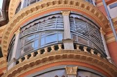 Maison en terre cuite de Virebent - Français:   Cour de l\'immeubles aux cariatides, fin des années 1830, Toulouse. Architecte Auguste Virebent.