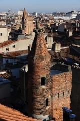 Tour de Serta - Français:   Tour de Delcros-Lancefoc (fin XVème siècle) et tour de Serta (début XVIème siècle) à Toulouse, vues depuis la tour de Boysson-Cheverry