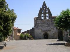 Eglise Notre-Dame de la Nativité -  Alan: iglesia con espadaña en tres alturas, del siglo XIV.