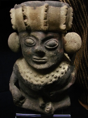Ancien couvent des Jacobins -  Statuette de la culture Chancay (1200-1450 + JC). Il s'agit d'une des cultures pré-Inca, située au Pérou.Musée d'Auch.