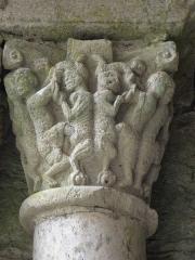 Ancienne abbaye Saint-Pierre - Chapiteau de l'entrée de la salle capitulaire de l'abbaye de Marcilhac-sur-Celé (46).
