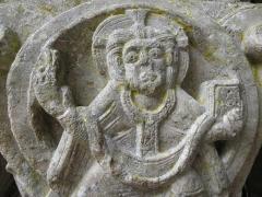 Ancienne abbaye Saint-Pierre - Christ de Majesté. Détail d'un chapiteau de l'entrée de la salle capitulaire de l'abbaye de Marcilhac-sur-Celé (46).