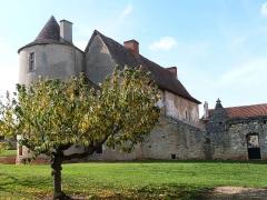 Château de Couanac - Français:   Corps de bâtiment appelé château de Bouscary et faisant partie de l\'ensemble du château de Couanac (Varaire)