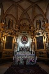 Chapelle Notre-Dame-de-Garaison et bâtiments conventuels - English: The altar within The Notre-Dame-de-Garaison. Photo taken on 23 August 2019.