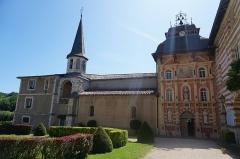 Chapelle Notre-Dame-de-Garaison et bâtiments conventuels - English: The open courtyard and entrance to The Notre-Dame-de-Garaison. Photo taken on 23 August 2019.