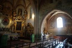 Chapelle Notre-Dame-de-Garaison et bâtiments conventuels - English: This photo shows the pews and altar within the The Notre-Dame-de-Garaison. Photo taken on 23 August 2019.