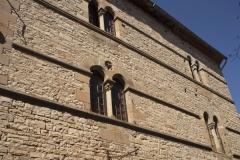 Immeuble - English: Grand-Rue. Cordes-sur-Ciel. Occitanie, Tarn. France. House façade. Ref: PM_117969_F_Cordes_sur_Ciel. Photo: Paul M.R. Maeyaert. pmrmaeyaert@gmail.com. www.polmayer.com. © Paul M.R. Maeyaert; pmrmaeyaert@gmail.com