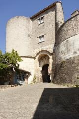 Porte de ville, dite Porte des Ormeaux - English: Porte des Ormeaux. Cordes-sur-Ciel. Occitanie, Tarn. France. West city gate (Porte des Ormeaux). Ref: PM_117947_F_Cordes_sur_Ciel. Photo: Paul M.R. Maeyaert. pmrmaeyaert@gmail.com. www.polmayer.com.© Paul M.R. Maeyaert; pmrmaeyaert@gmail.com