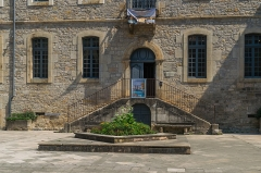 Ancien hôtel de ville - English: Entrance to the town hall of Saint-Antonin-Noble-Val, Tarn-et-Garonne, France
