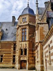 Château - Deutsch: Innenhof des Schlosses Ainay-le-Vieil, Ainay-le-Vieil, Département Cher, Region Zentrum-Loiretal, Frankreich