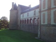 Château - Français:   Façade est, la galerie du château de Blancafort