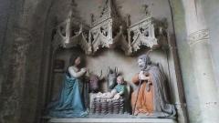 Eglise Saint-Etienne (collégiale) - Nativité sculptée dans la pierre d'une chapelle de l'église saint étienne de Dun-sur-Auron Marie, Joseph, l'enfant Jésus, un ange, l'âne et le boeuf.