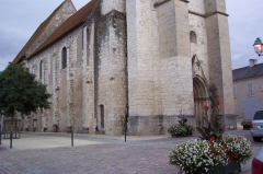 Eglise collégiale Saint-Martin - English: front side of french collegiate church St Martin from Léré (Cher)