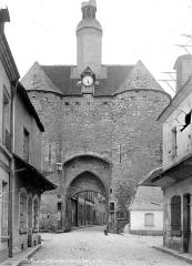 Porte de Ville dite Porte de l'Horloge -