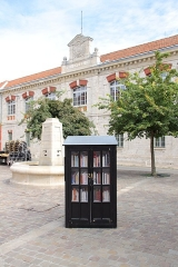 Ancien couvent des Cordeliers, actuellement lycée Marceau - Deutsch: Öffentlicher Bücherschrank in Chartres.