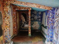 Maison Picassiette, actuellement musée Picassiette - Deutsch: Dusche des Picassiette-Hauses, Chartres, Département Eure-et-Loire, Region Zentrum-Loiretal, Frankreich