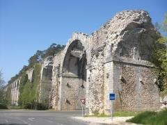 Ancien aqueduc de Pontgouin à Versailles (également sur communes de Maintenon et Berchères-Saint-Germain) - Français:   aqueduc de Maintenon