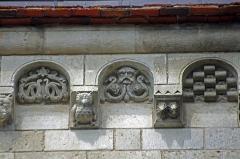 Eglise Notre-Dame - Châtillon-sur-Indre (Indre)  Eglise Notre-Dame.   Modillons.