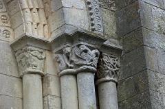 Eglise Notre-Dame - Châtillon-sur-Indre (Indre)  Eglise Notre-Dame.  Portail roman sud.