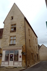 Maison - This building is inscrit au titre des monuments historiques de la France. It is indexed in the base Mérimée, a database of architectural heritage maintained by the French Ministry of Culture,under the reference PA00097314 .