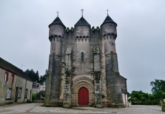 Eglise Saint-Michel - Deutsch: Fassade der Kirche St. Michael, Lourdoueix-Saint-Michel, Département Indre, Region Zentrum-Loiretal, Frankreich