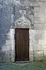Ancienne collégiale Sainte-Menehould, actuelle église Saint-Sulpice - Palluau-sur-Indre (Indre)  Eglise Saint-Sulpice, anciennement collégiale Sainte-Menehould.  Porte de la chapelle seigneuriale.  La chapelle seigneuriale de la Madeleine, sur le côté nord du chœur, œuvre des frères Gilles  et Charles Tranchelyon, a été fondée au début du XVIe siècle.