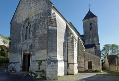 Ancienne collégiale Sainte-Menehould, actuelle église Saint-Sulpice - Palluau-sur-Indre (Indre)  Eglise Saint-Sulpice, anciennement collégiale Sainte Menehould.  Située au pied du château, l'église collégiale du XIIème, anciennement église collégiale Sainte Menehould, est devenue Saint-Sulpice après le Concordat de 1801.  La collégiale Sainte-Menehould de Palluau a été fondée avant 1238 pour un prieur et quatre chanoines. (ABBAYES ET PRIEURES DE L\'ANCIENNE FRANCE - V - Province ecclésiastique de Bourges - Par le R. P. Dom J.-M. BESSE 1912)  L\'église est sur un plan cruciforme. Le choeur, à pans coupés, présente des formes successives de l'art gothique local.  L\'édifice est orné de nombreux vitraux, de stalles du XVème siècle, de statues polychromes du Moyen Âge et de l'époque moderne et de magnifiques boiseries.   La chapelle seigneuriale, au nord, a été édifiée en 1502 par Charles de Tranchelion.