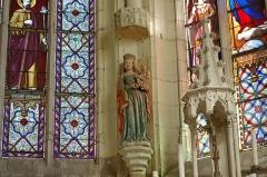 """Ancienne collégiale Sainte-Menehould, actuelle église Saint-Sulpice - alluau-sur-Indre (Indre)  Église Saint-Sulpice, anciennement collégiale Sainte Menehould. Statue """"La Vierge à la colombe"""".   Statue en pierre polychrome du XVIe siècle."""
