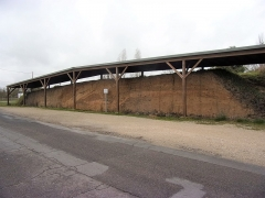 Remparts et fossés gaulois - Français:   Vue du rempart en coupe sur toute sa largeur