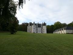 Château des Brétignolles - Français:   Domaine des Brétignolles: le château de la fin du Moyen-age et les communs.