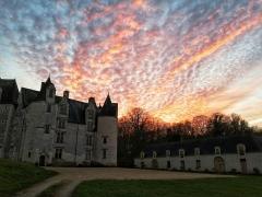 Château des Brétignolles - Français:   Vue du château des Brétignolles et des écuries en fin de journée en décembre 2019.