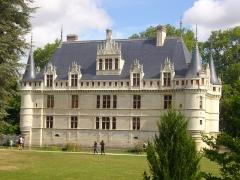Eglise Saint-Symphorien - Français:   Château d\'Azay-le-Rideau (Indre-et-Loire, France), façade méridionale