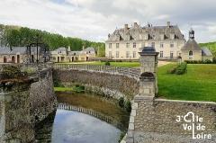 Château de Champchevrier - Français:   Vue du château de Champchevrier depuis l\'entrée du parc