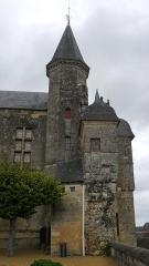 Château du Grand Pressigny - Français:   Tourelle d\'escalier de la galerie et façade sud du pavillon de la tour de Savoie. Château du Grand-Pressigny, Indre-et-Loire, Centre, France.
