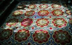 Eglise Notre-Dame - Deutsch:   Teppich im Chor der Kirche Unserer Lieben Frau, Rivière, Département Indre-et-Loire, Region Zentrum-Loiretal, Frankreich